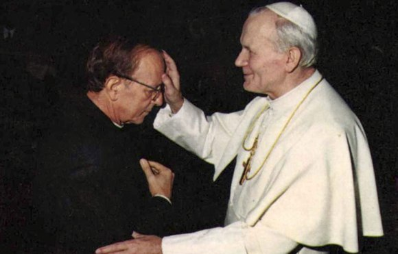 Fr-Maciel-and-pope-John-Paul-the-second