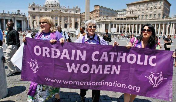 vatican_priests_lea_c0-249-3592-2343_s885x516