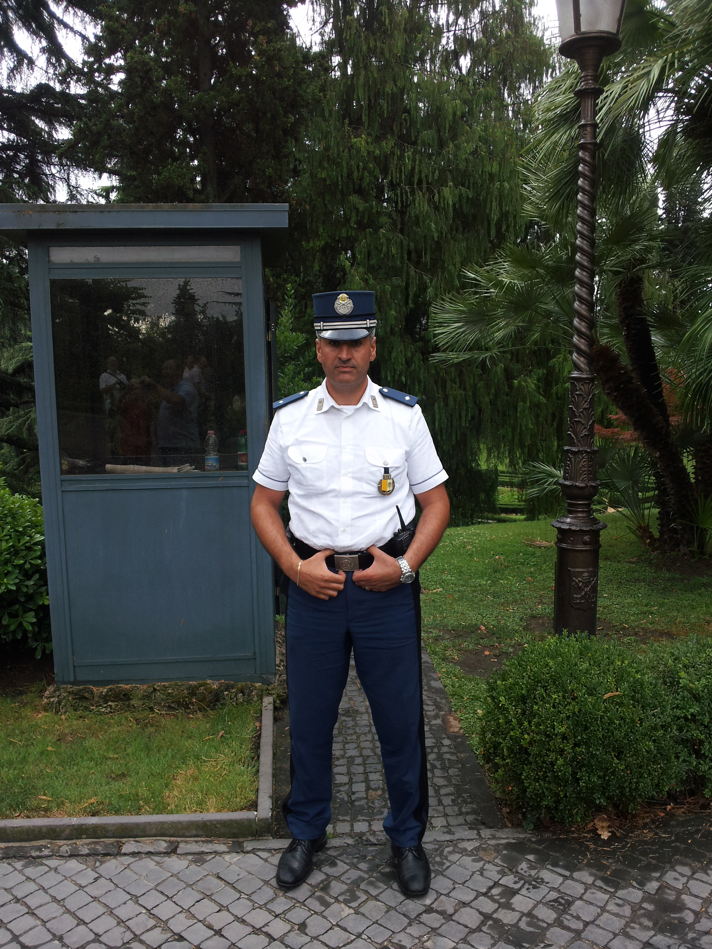 Gendarmerie_Vatican_City_July_2011.jpg
